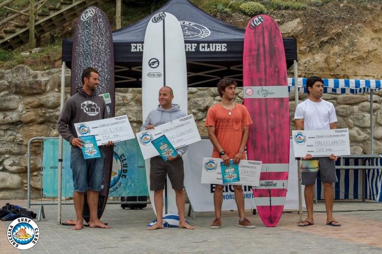 Pódio Open em Ribeira D'Ilhas, com algarvio Luís Esteves, à esquerda, em 3º lugar (®ESC)
