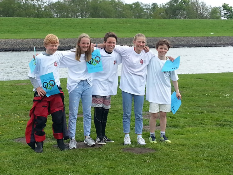 Os cinco belgas apurados para o Mundial de Optimist. Quatro são repetentes. Algarvio William Risselin, ao centro, é a novidade (®ThomTouwPhotography)