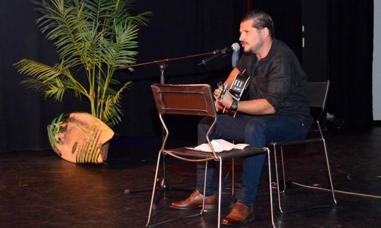 Nelson 'Kid' Paulino divertiu a gala com música e letras e estórias muito bem humoradas (®PauloMarcelino)