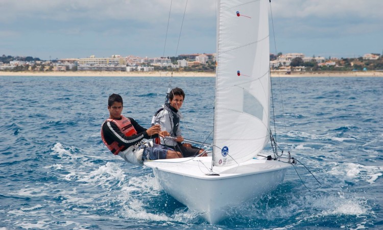 Tripulação do Clube de Vela de Lagos vai ao Mundial, Europeu e Europeu Junior de 420 competir na categoria Sub-17 (®DR)