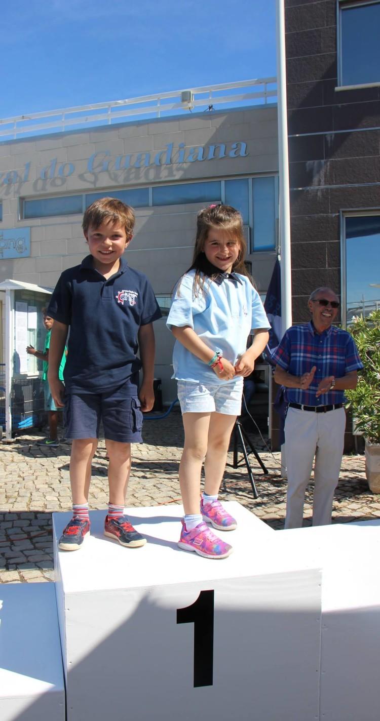 Miguel Nunes e Beatriz Matias, da Associação Naval do Guadiana foram os atletas mais jovens em prova. Têm 6 anos de idade (®DR)