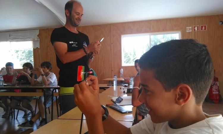 Treinador Nuno Silva orienta o primeiro 'briefing' do estágio (®DR)