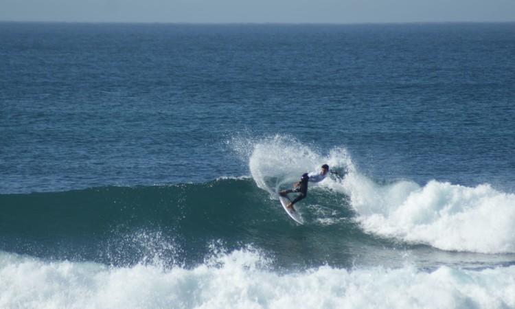 Bruno Gregório venceu na Ronda 2 e esta é uma das ondas feitas pelo algarvio nessa bateria (®PTMSC)