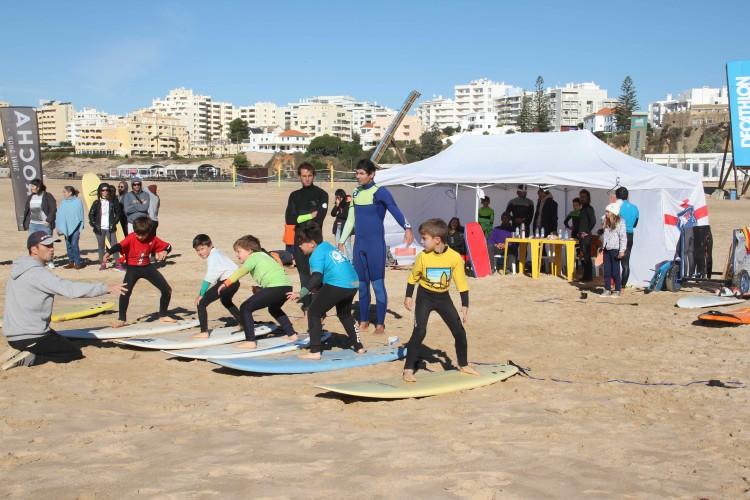 Os mais pequeninos puderam experimentar como funciona um campeonato de surf (®MariaPrado)