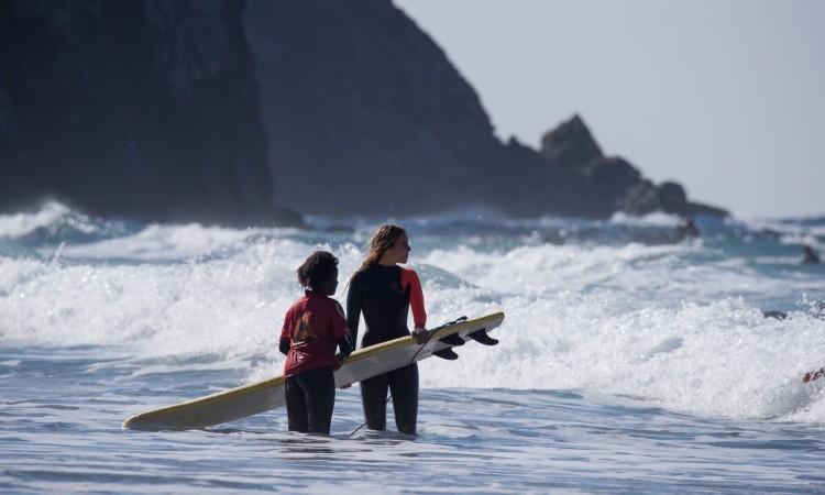 Surfista Concha Balsemão, anfitriã, participou ativamente na aula de surf e apresentou o seu primeiro video (®JoaoCabritaSilva)